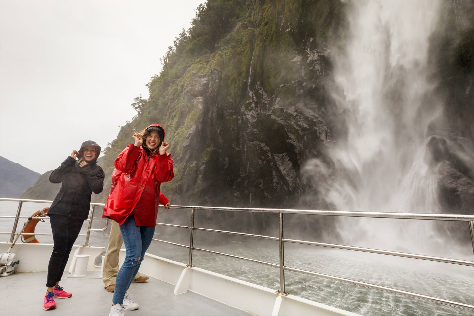 Milford Sound Coach & Cruise + Queenstown Scenic Cruise